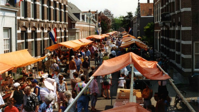 De vrijmarkt in 1993, Taalstraat